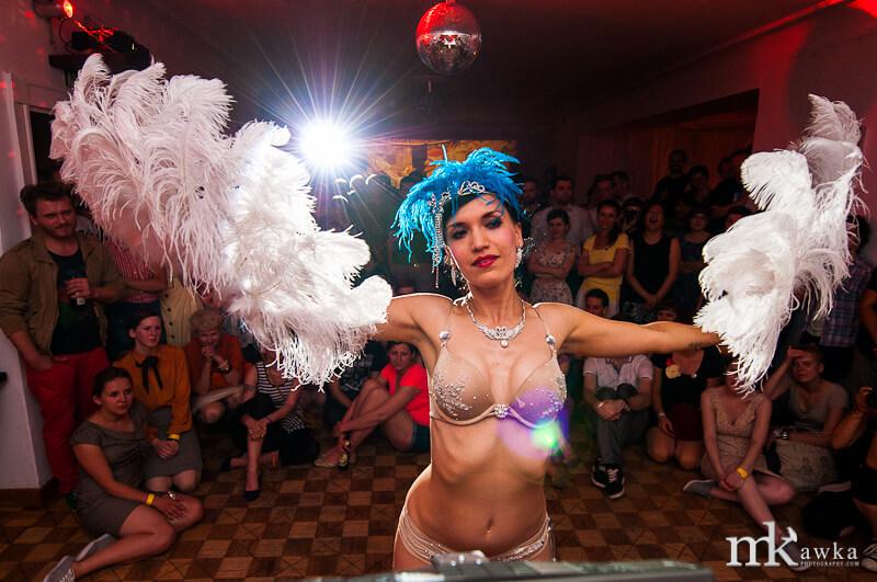 Anja Pavlova - pokaz burleski na WLHX 2013