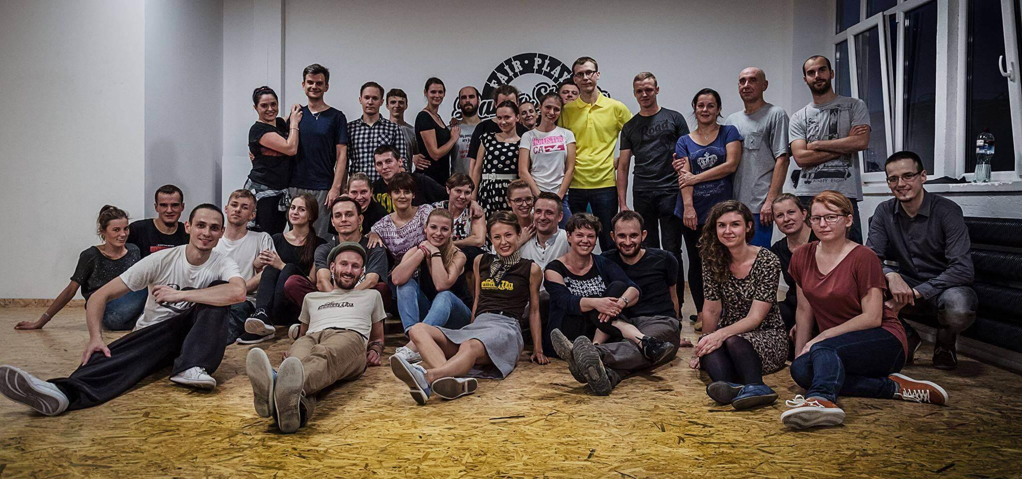 Uczestnicy pierwszej edycji warsztatów Lindy Hop w Białymstoku