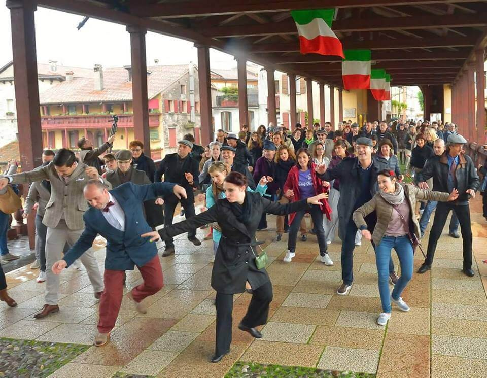 Flash mob na moście w Bassano del Grappa